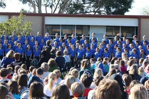 Image of Surfside Singers in front of school